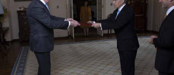 El Embajador Oscar Atehortúa presentó sus credenciales ante el Gobernador General de  Australia